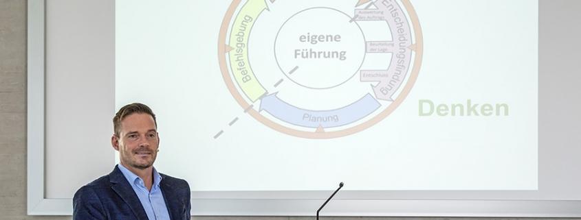 Das Spezialkräfteprinzip - Agile Führung in Ungewissheit, Oliver Schneider im Gespräch mit Speakers Excellence